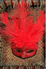"""7"""" MAN MASK W/OSTRICH FEATHERS RED"""
