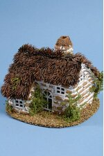 """8.5"""" X 6.5"""" NATURAL HOUSE W/THISTLE ROOF BROWN/WHITE"""