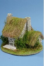 """8"""" X 9"""" NATURAL HOUSE W/THATCH ROOF GREEN/WHITE"""