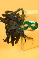 SEQUIN EYES MASK W/STICK & FEATHER GREEN/GREEN